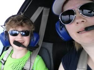 Mutter und Kind fliegen von EDGM nach EDFV © Maja Christ