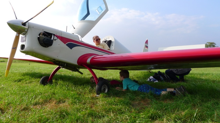 Kinder inspizieren ULF-2