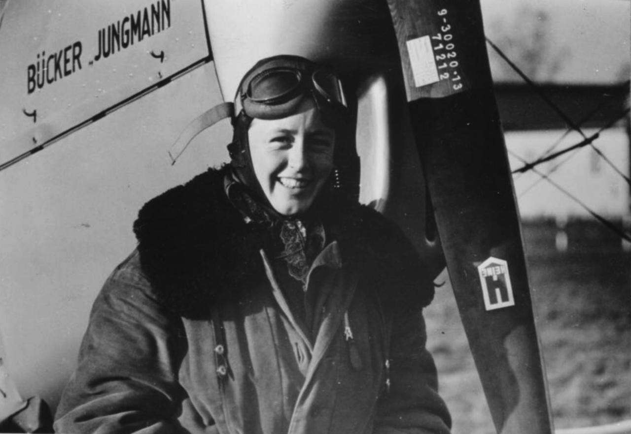 Beate Uhse (damals Köstlin, 1937), Foto: Hans-Jürgen Uhse, Fluglehrer