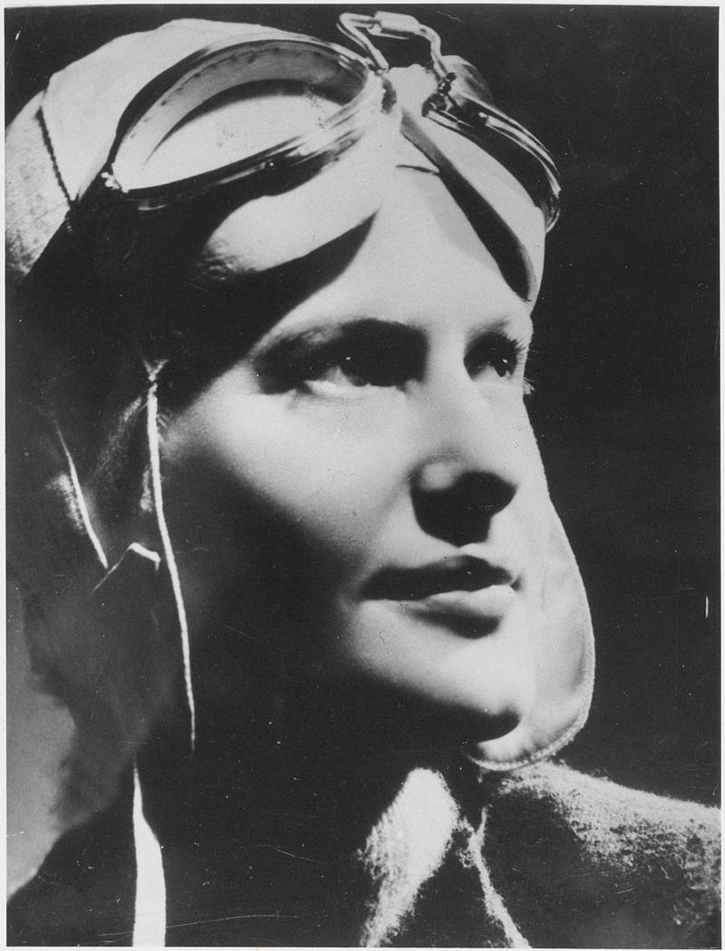 Nancy Bird in London (1939), State Library of New South Wales from Australia - Nancy Bird, London, 1939 / by unknown photographer