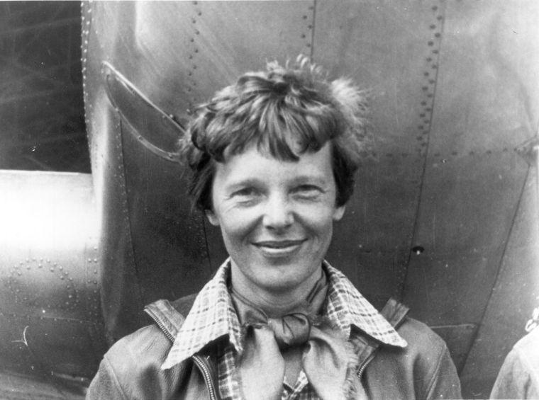 Amelia Earhart, Underwood & Underwood (active 1880 – c. 1950)[1] - http://amextbg2.wgbhdigital.org/wgbh/americanexperience/media/uploads/special_features/photo_gallery/amelia_gallery_07.jpg