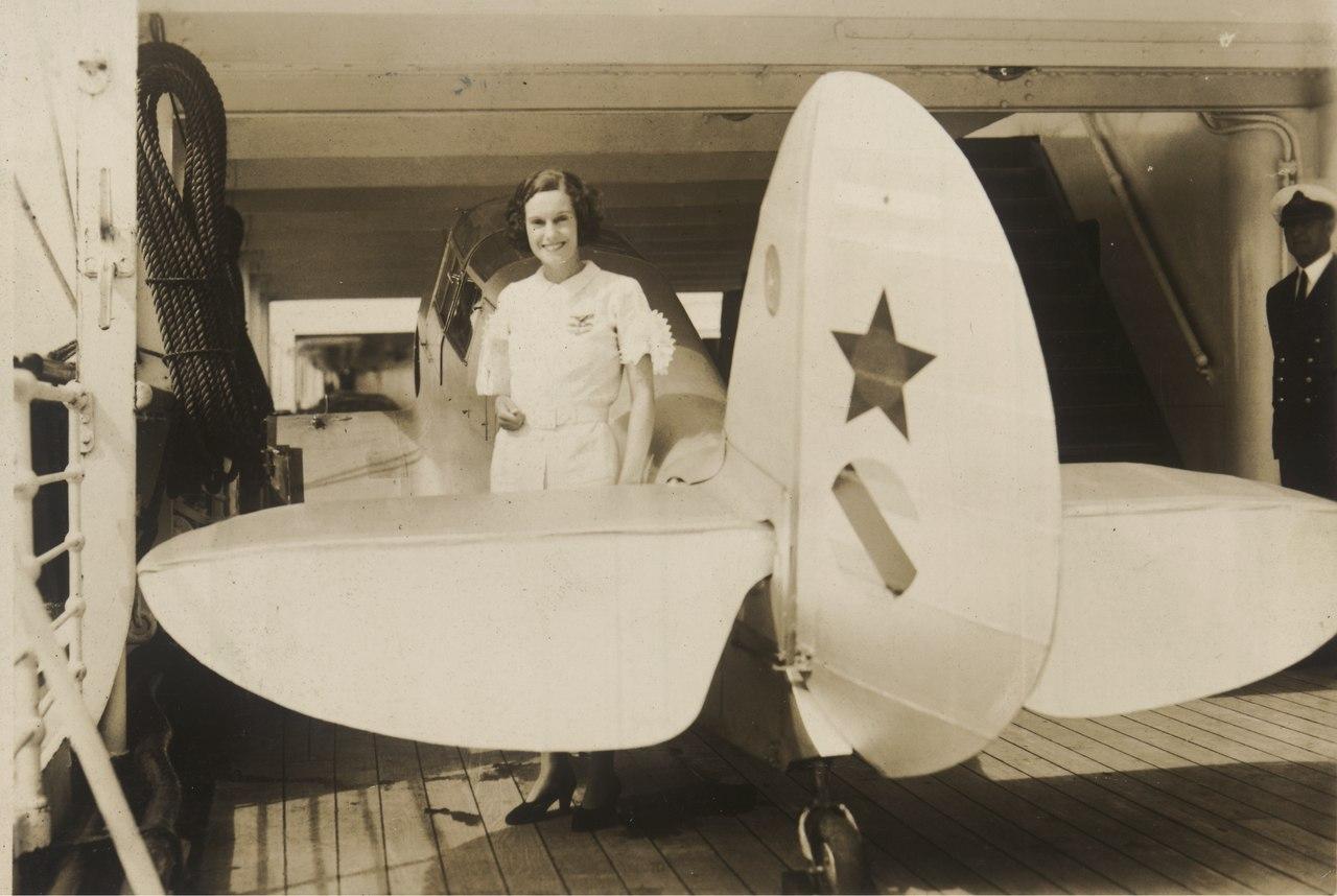 Jean Batten, aviadora neozelandesa. Fundo. . Federação Brasileira para o Progresso Feminino