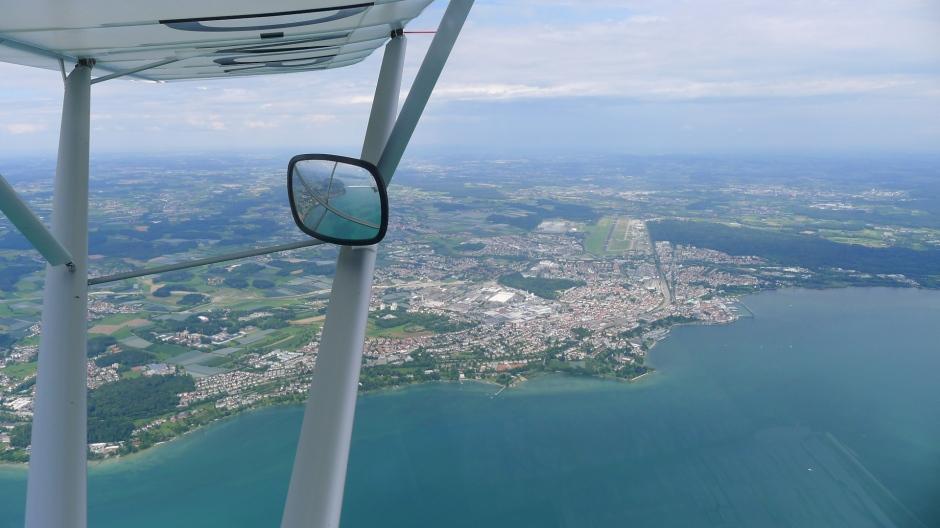 Friedrichshafen mit dem Bodensee-Airport und dem Messegelände © Maja Christ