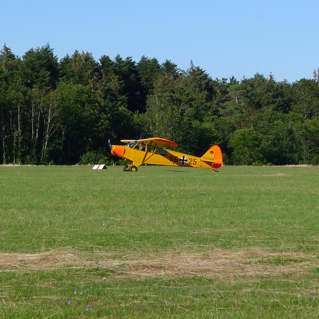 Flugzeug am Flugplatz Wyk © Maja Christ