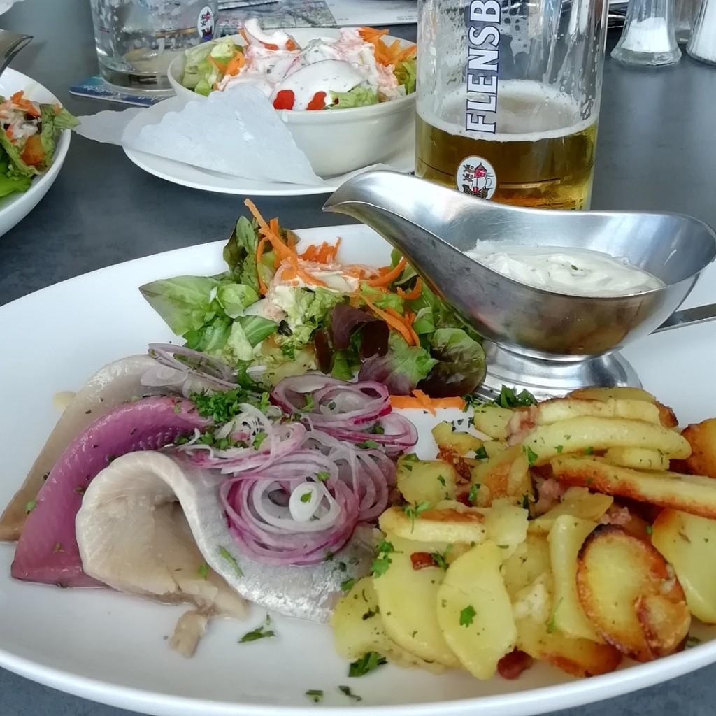 Dreierlei Matjes mit Bratkartoffeln © Maja Christ