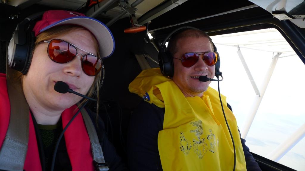 Mit Schwimmwesten genießen wir unseren Flug nach Helgoland © Maja Christ