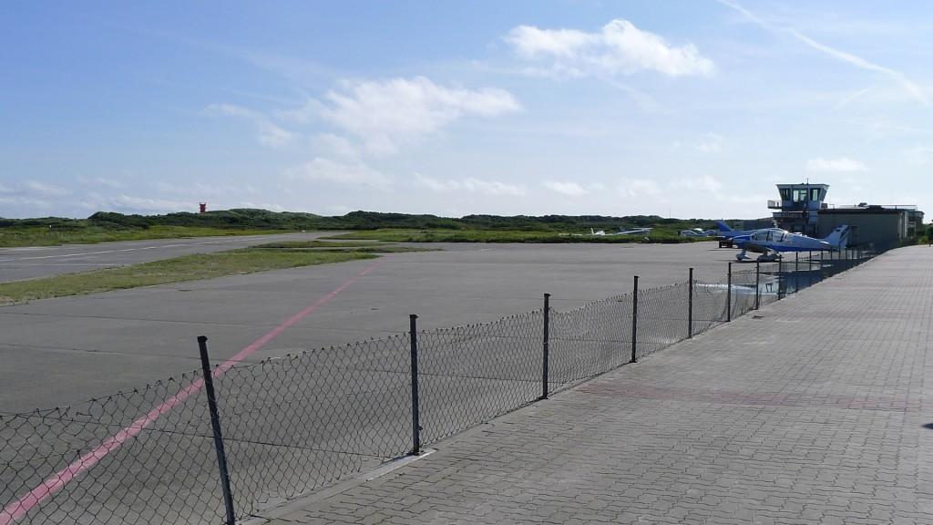 Flugplatz Helgoland-Düne von der 21 aus gesehen © Maja Christ