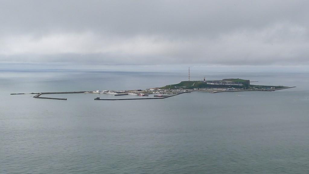 Hauptinsel von Helgoland mit dem Hafen © Maja Christ