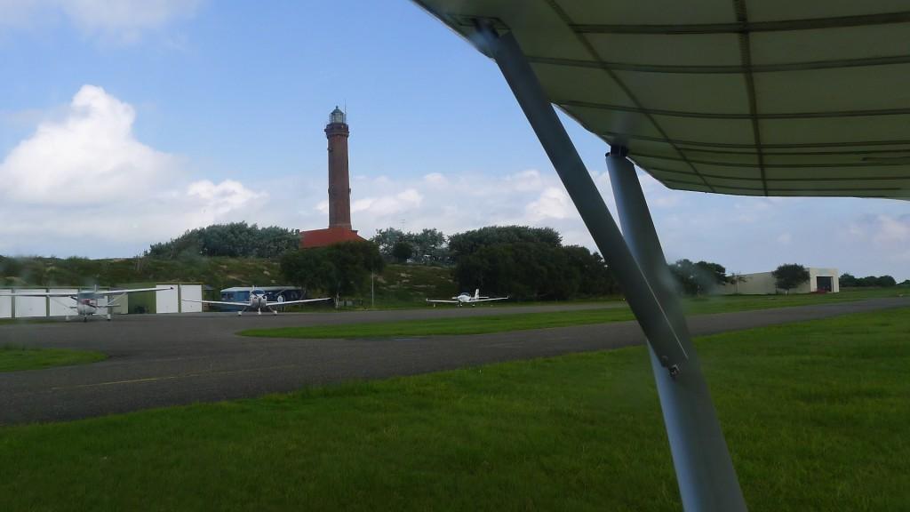 Leuchtturm am Flughafen Norderney © Maja Christ