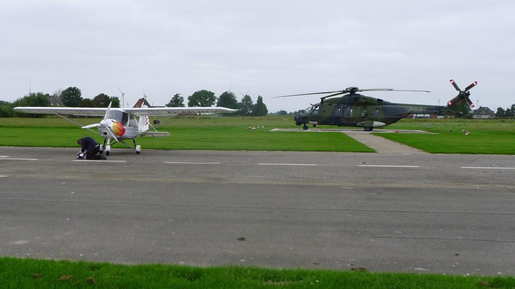 In EDXB steht die MURY neben einem riesigen Hubschrauber der Bundeswehr. © Maja Christ