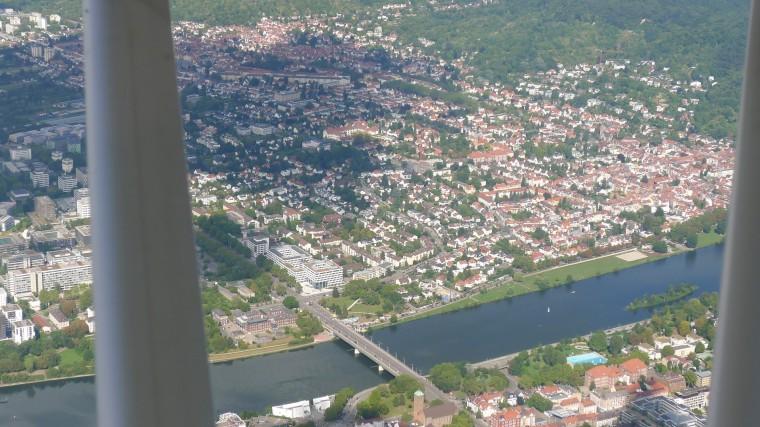 Heidelberg Neuenheim und Neckarwiesen mit der Ernst-Walz-Brücke aus der Luft © Maja Christ