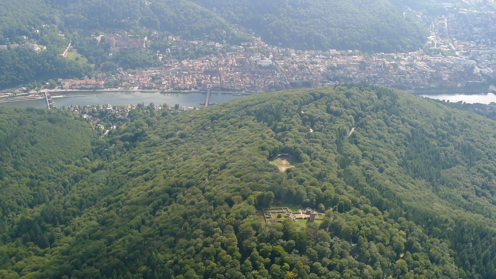 Heiligenberg Heidelberg mit Klosterruine St. Michael und Thingstätte aus der Luft © Maja Christ