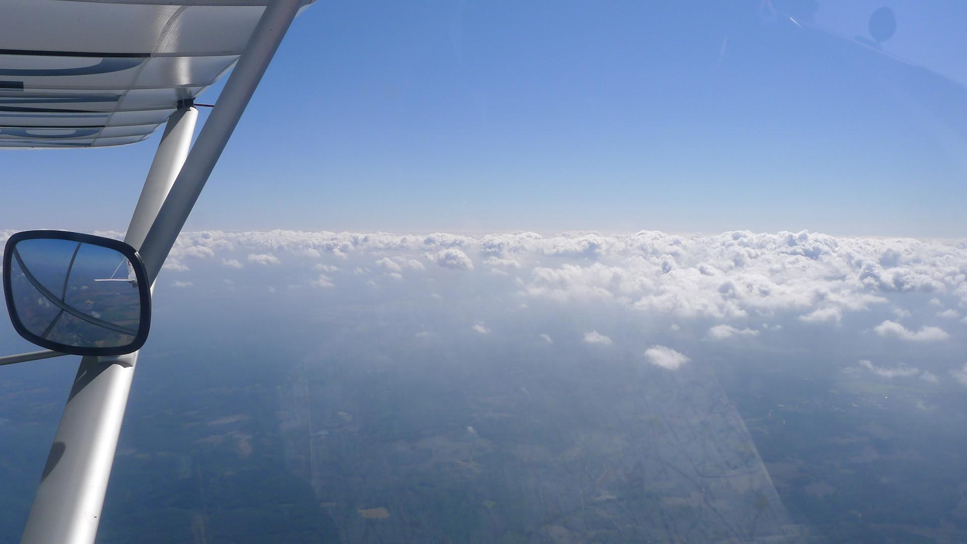 Wir steigen über die Wolken. © Maja Christ