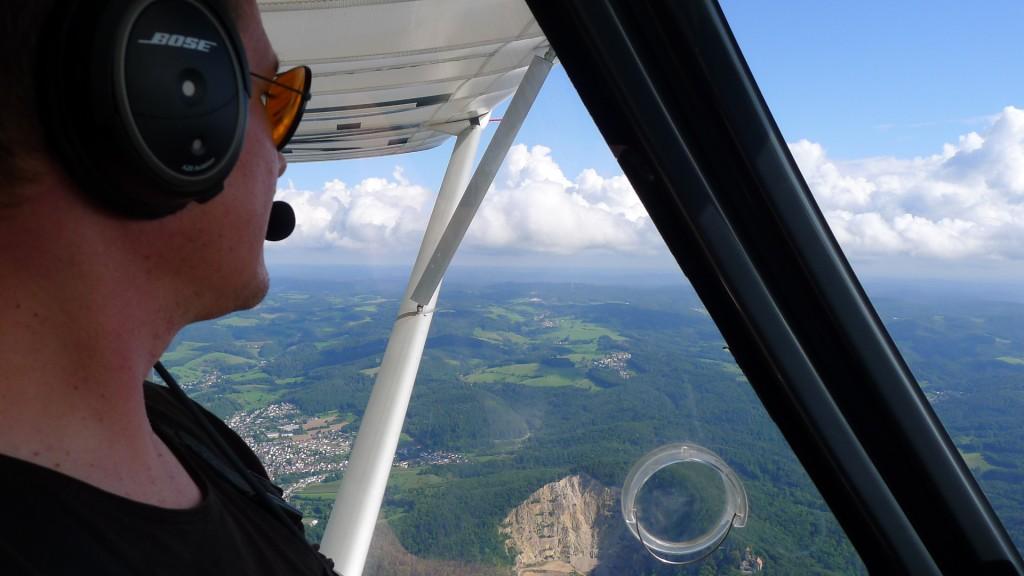 Odenwald mit dem Steinbruch Weinheim aus der Luft © Maja Christ