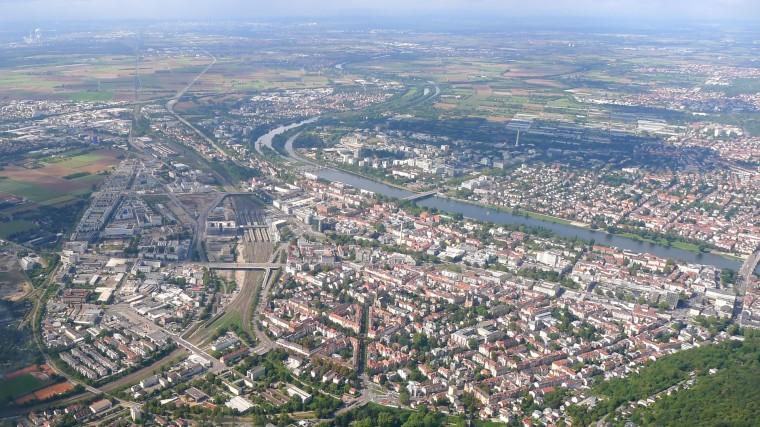 Heidelberger Westen mit der West- und der Bahnstadt, Neuenheim und Neuenheimer Feld aus der Luft © Maja Christ